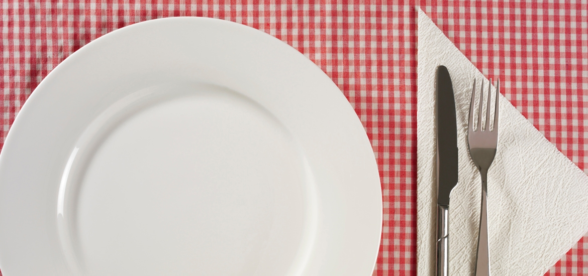 plate and utensils table setting